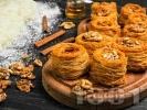 Рецепта Турски десерт кадаиф с орехи, масло и захарен сироп на фурна